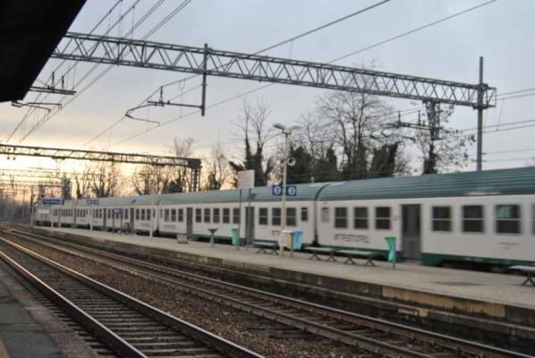 Donna travolta dal treno a Parabiago