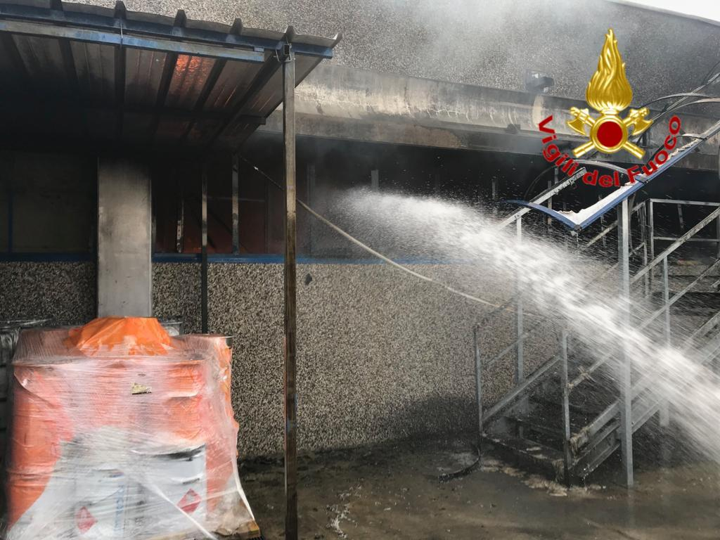 IMG-20190618-WA0007-1 Grosso incendio a Motta visconti. A intervenire anche i Vigili del Fuoco di Magenta Cronaca Abbiatense Motta Visconti   %Post Title, %Image Name, %Post Category