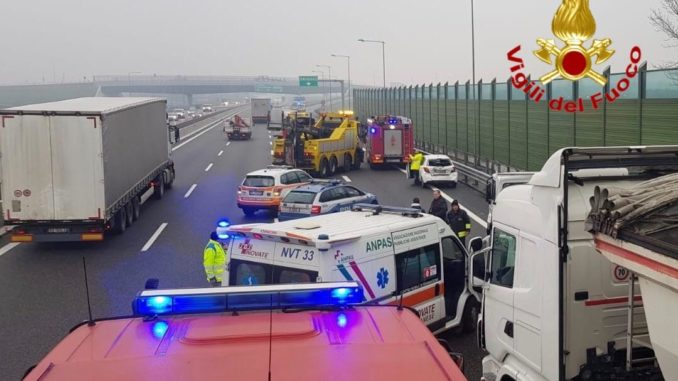 incidente stradale fra camion