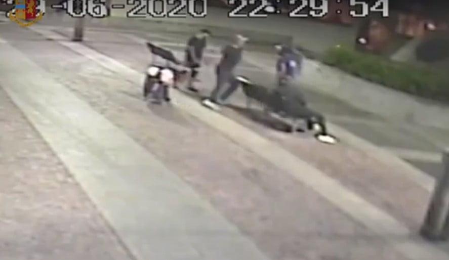 La squadra mobile ha identificato l'aggressore del clochard straniero tramite le telecamere e la testimonianza dei presenti