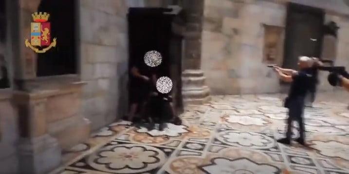 duomo di milano Milano - Duomo di Milano. Un egiziano prende in ostaggio guardia giurata (video) 13/08/2020