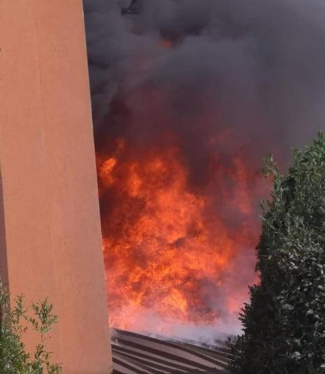 Incendio di un capannone