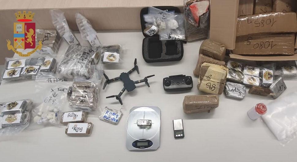 Il drone e la droga sequestrati i Comasina