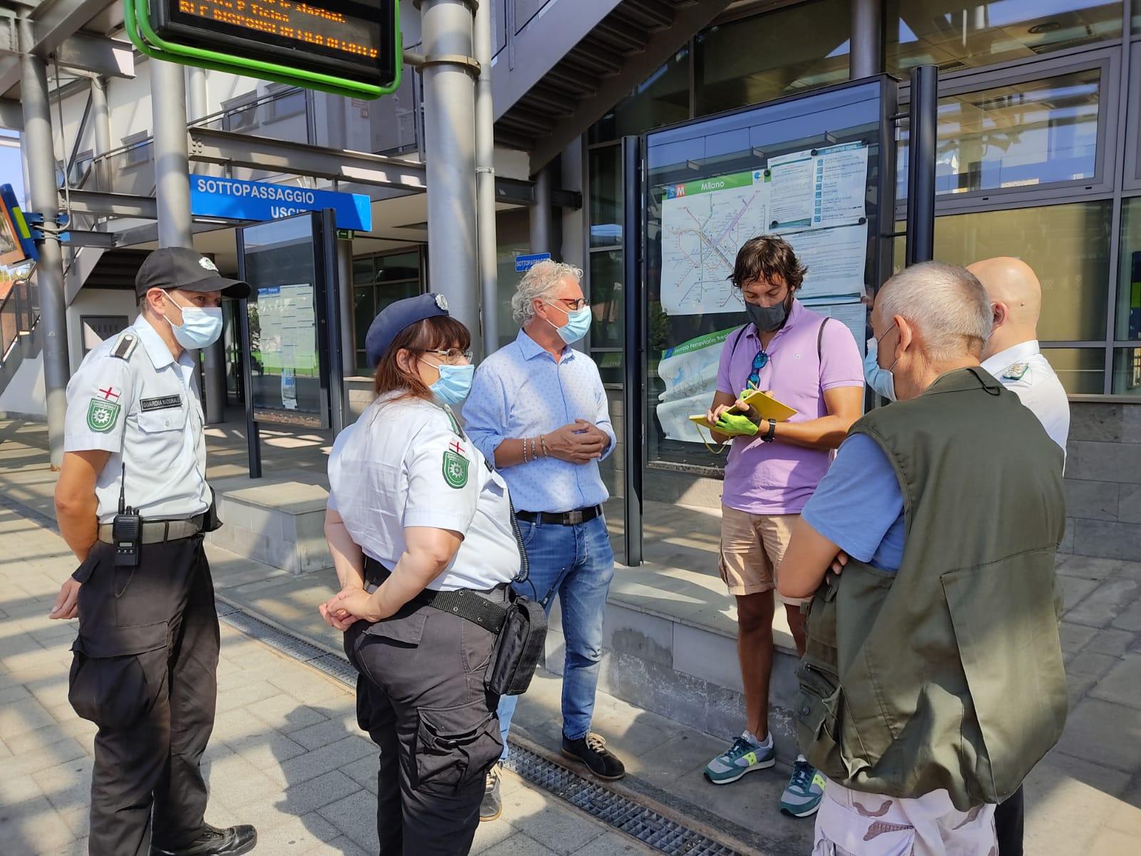 vanzaghello , in stazione Trenord con la Guardia Nazionale e il sindaco Arconte Gatti