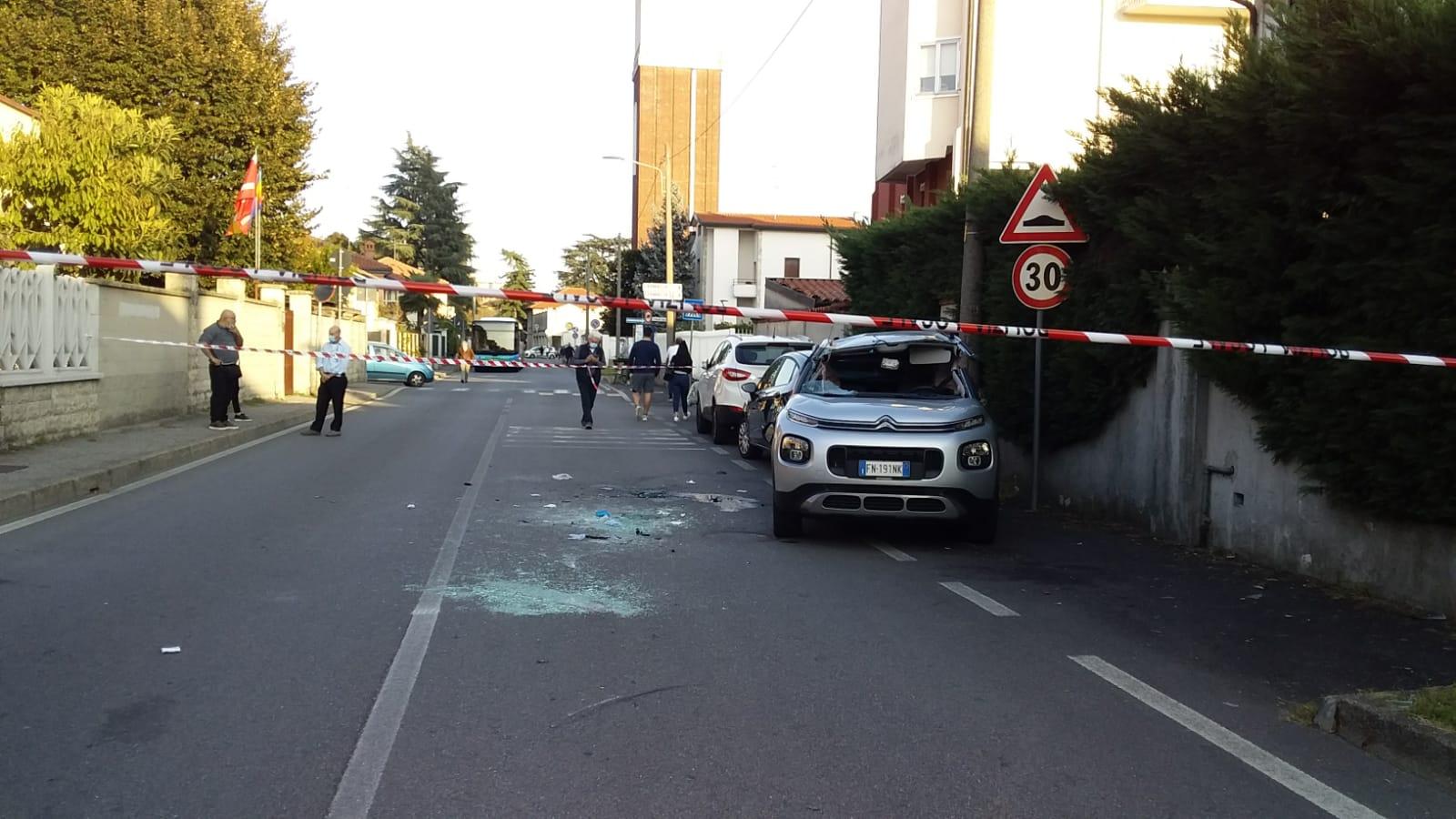 testacoda Corbetta - Testacoda e scontro tra auto in via Oberdan. Corbetta 19/05/2021
