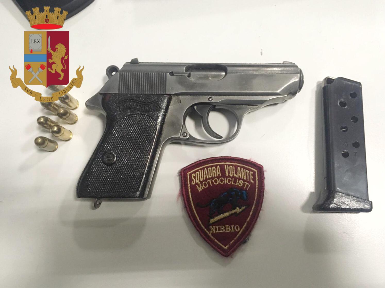 la pistola della rapina in Duomo a Milano