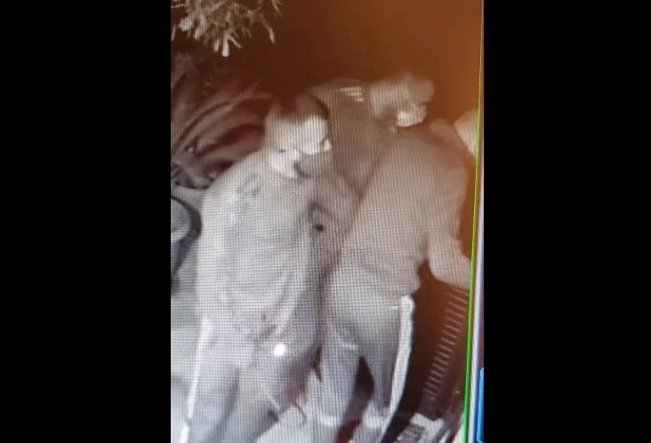 ladri in video mentre tentano di rubare in una casa a Legnano