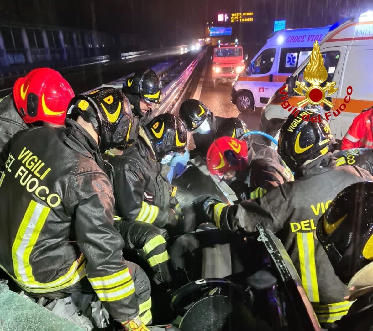 incidente Rozzano - Grave incidente sulla tangenziale Ovest al Rozzano. Morti mamma, papà e una delle bimbe 06/12/2020