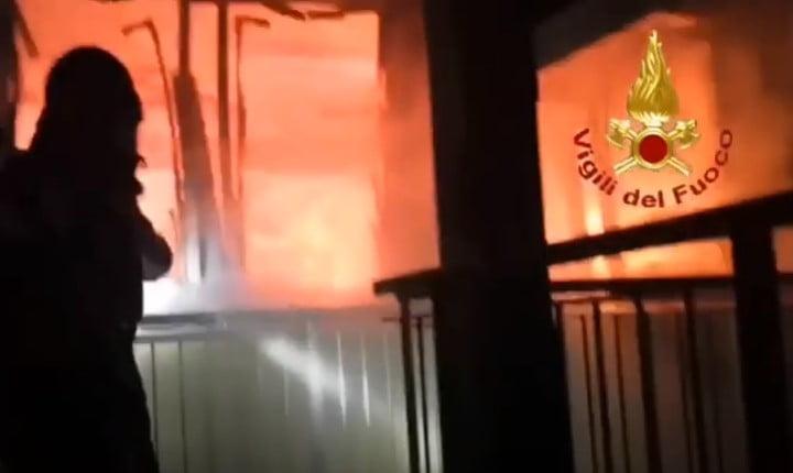 incendio alla scuola primaria e secondaria di via Pisacane