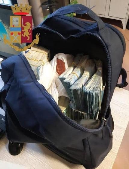 I soldi nello zaino di via Lolli. 336.800 euro in contanti