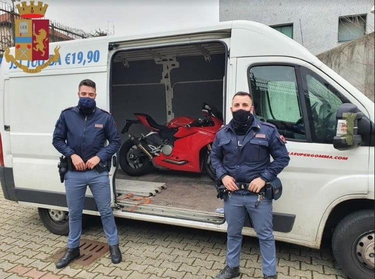 moto rubate Uncategorized - La polizia recupera 4 moto rubate e arresta 2 uomini 31/01/2021