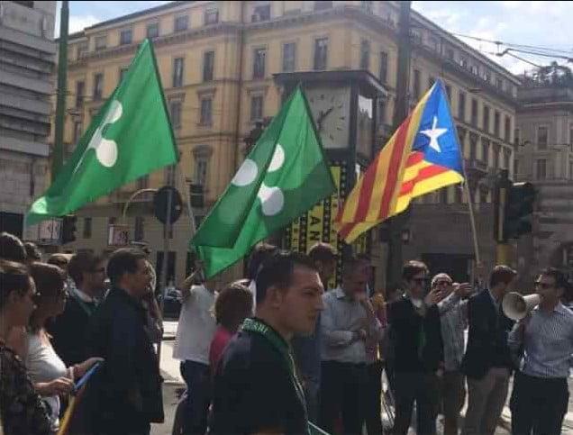 bandiere catalana e lombarda a Milano