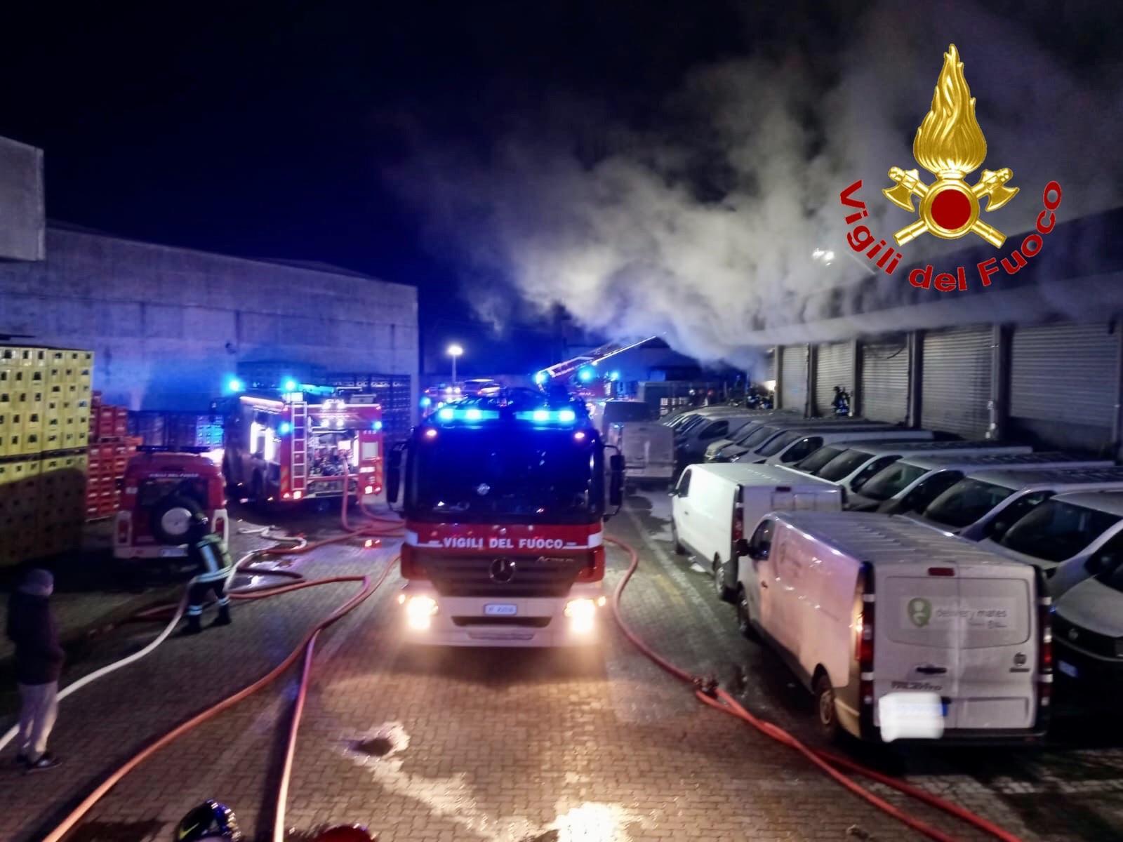 incendio Affori - Incendio in un capannone. Pare c'entri un monopattino elettrico 17/01/2021
