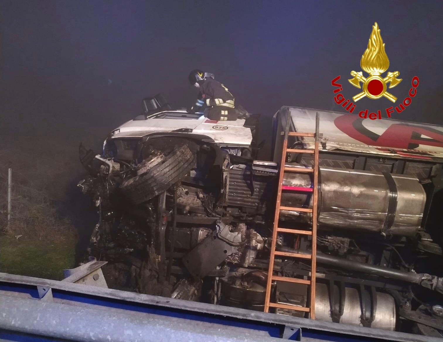 Camion Melegnano - Camion si ribalta a Melegnano 19/01/2021