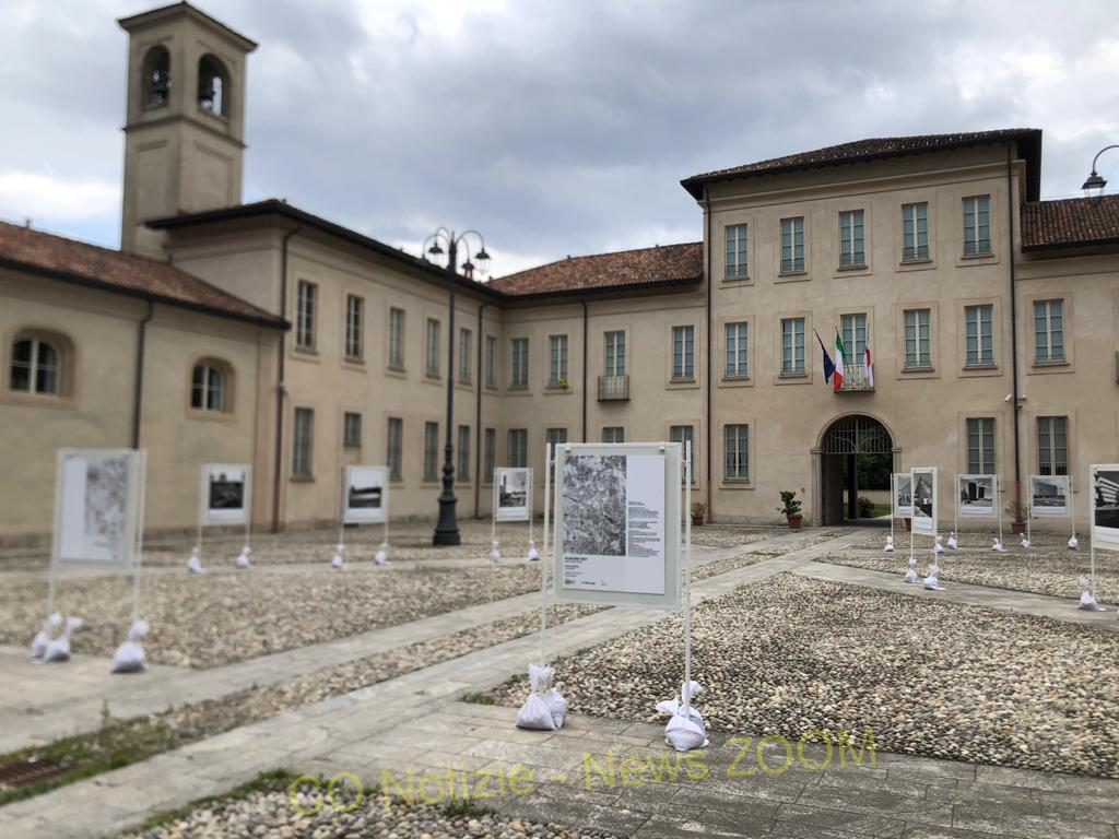 """mostra fotografica Rho - All'HUB vaccinale Fieramilanocity di Milano continua la mostra fotografica """"Milano Nord-Ovest: percorsi d'architettura lungo gli assi strategici del territorio"""" 05/07/2021"""